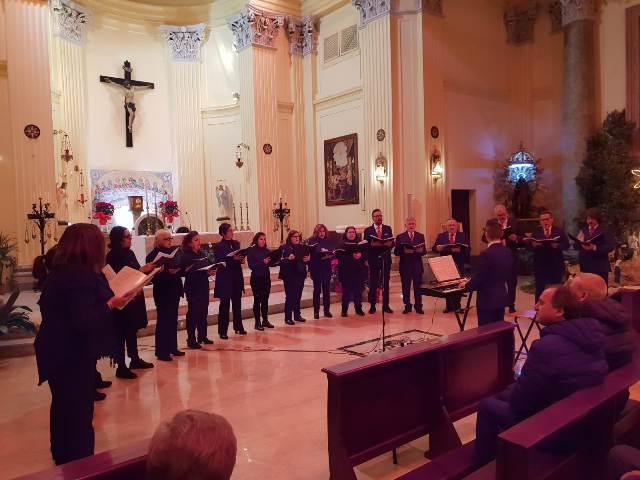 """Il saluto alle festività di Jenne con il grande concerto dell'Epifania. Grande successo per il coro """"Le Laudi"""""""