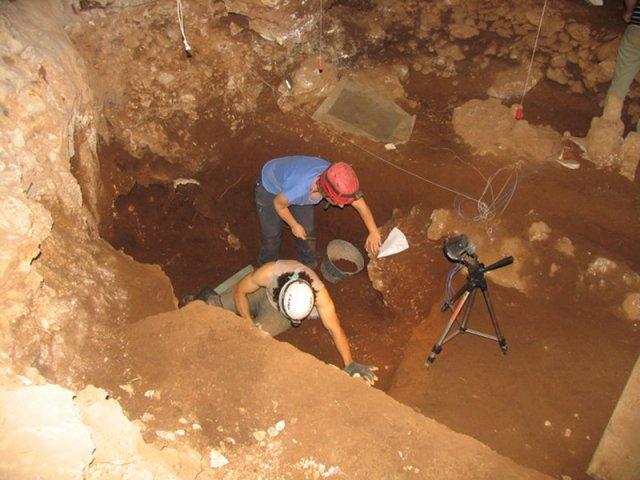 """Gli scavi presso la grotta """"Mora Cavorso"""" a Jenne"""