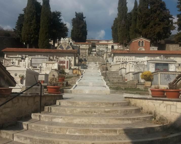 Completamento definitivo dei lavori a Jenne per il sacro luogo del cimitero comunale