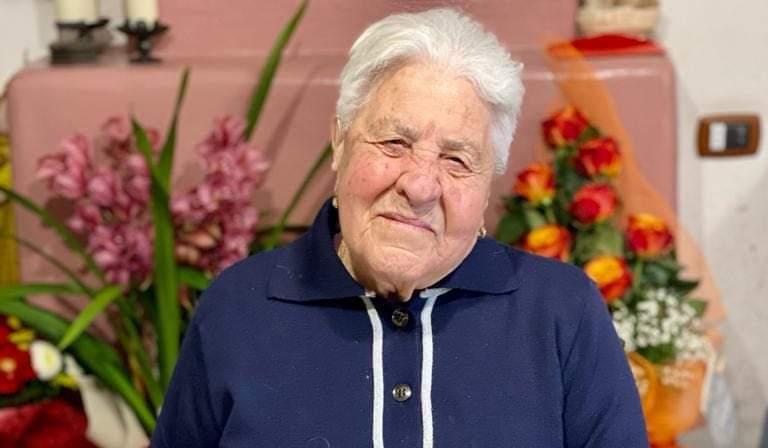 Cento anni per nonna Felicetta Checchi, gli auguri di Jenne