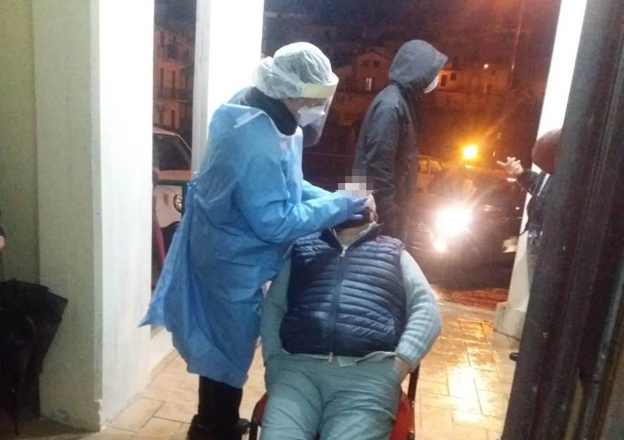Tamponi in notturna a Jenne, test rapidi effettuati su 65 persone: tutti negativi