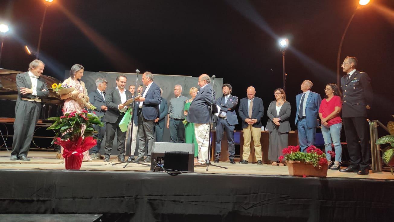 Grande successo a Jenne per il premio cultura 2021 conferito a Giancarlo Magalli