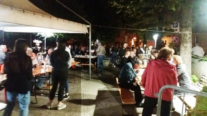 """Grande successo a Jenne per la """"sagra degli ndremmappi"""" con la cover di Jovanotti"""